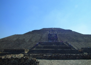 The temple of the Sun, teotihuacan