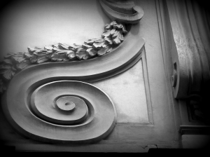 Spiral design on a Catholic Chruch in Napoli