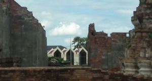 The three windows of Lopburi train station in the background of the Wat Mahathat