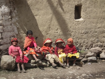 Peruvian school children in Ollantaytambo